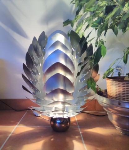 lampe lotus zinc
